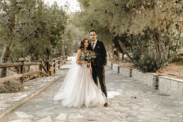 autumn-wedding-larnaca-white-coral-colors_01