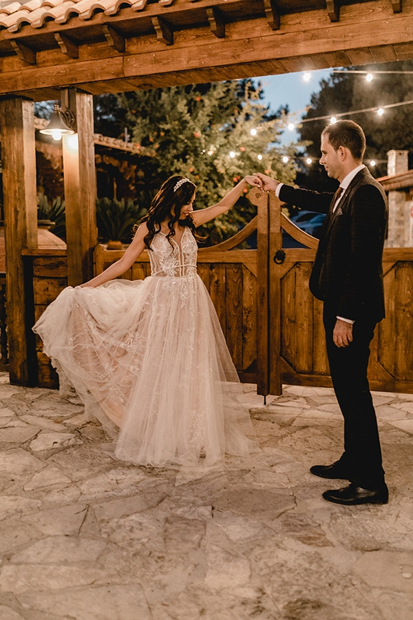 autumn-wedding-larnaca-white-coral-colors_48