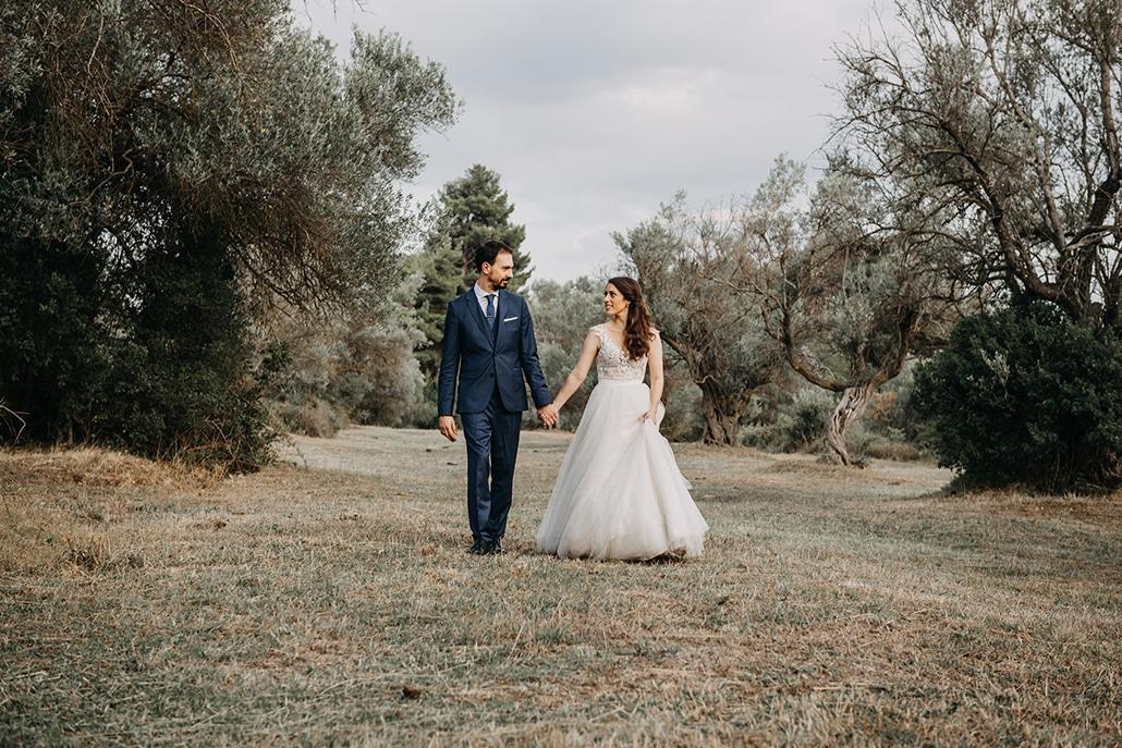 Όμορφη day after φωτογράφιση σε ελαιώνα με τα πιο ρομαντικά στιγμιότυπα │ Μαρίνα & Νίκος