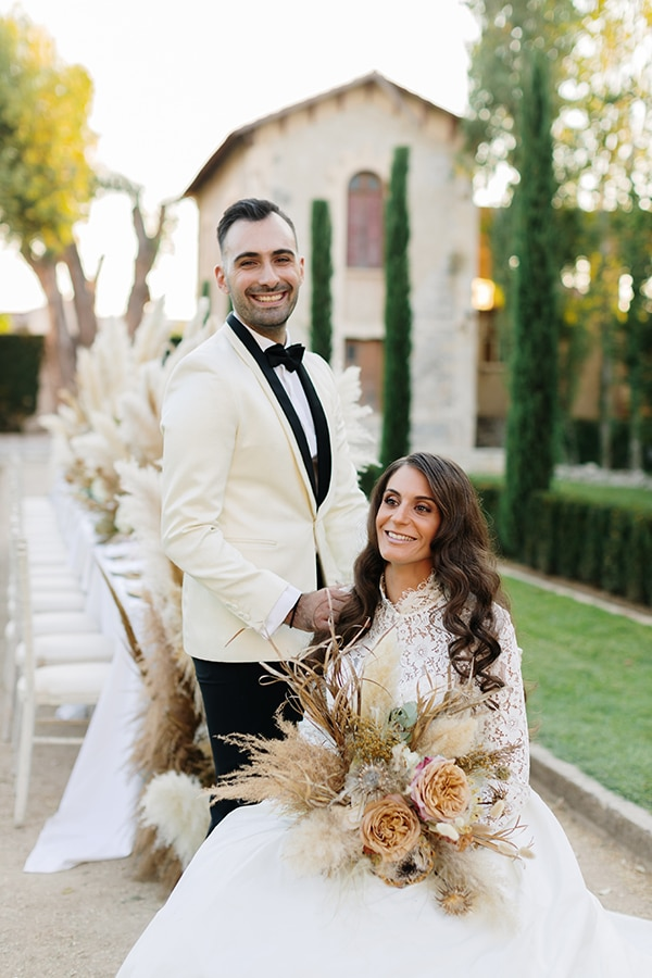 chic-bohemian-styled-shoot-unique-wedding-decoration-details-ivory-gold-hues_01x