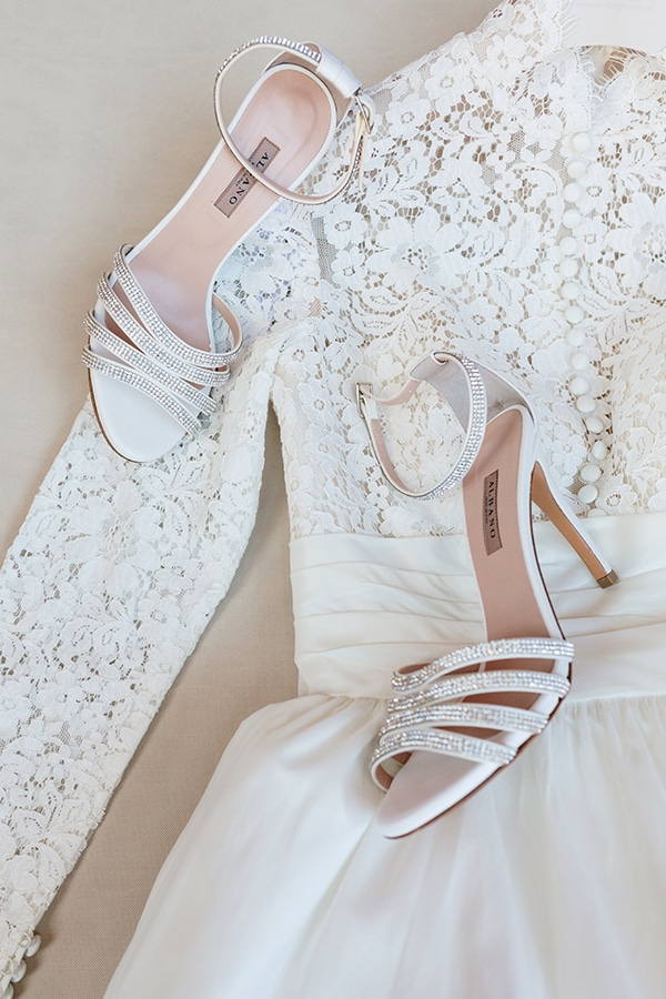 chic-bohemian-styled-shoot-unique-wedding-decoration-details-ivory-gold-hues_08