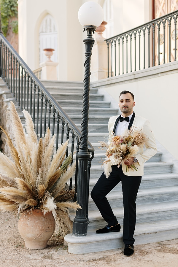 chic-bohemian-styled-shoot-unique-wedding-decoration-details-ivory-gold-hues_12
