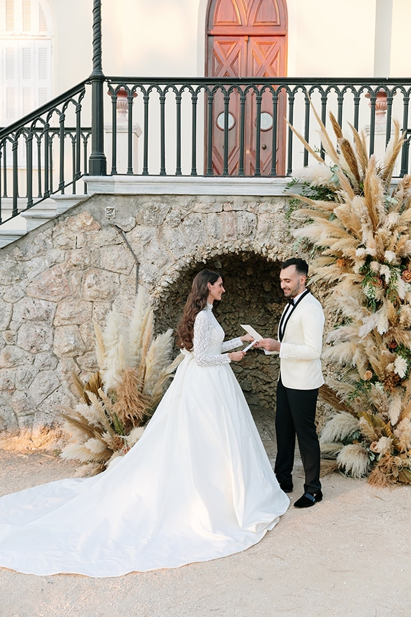 chic-bohemian-styled-shoot-unique-wedding-decoration-details-ivory-gold-hues_14x