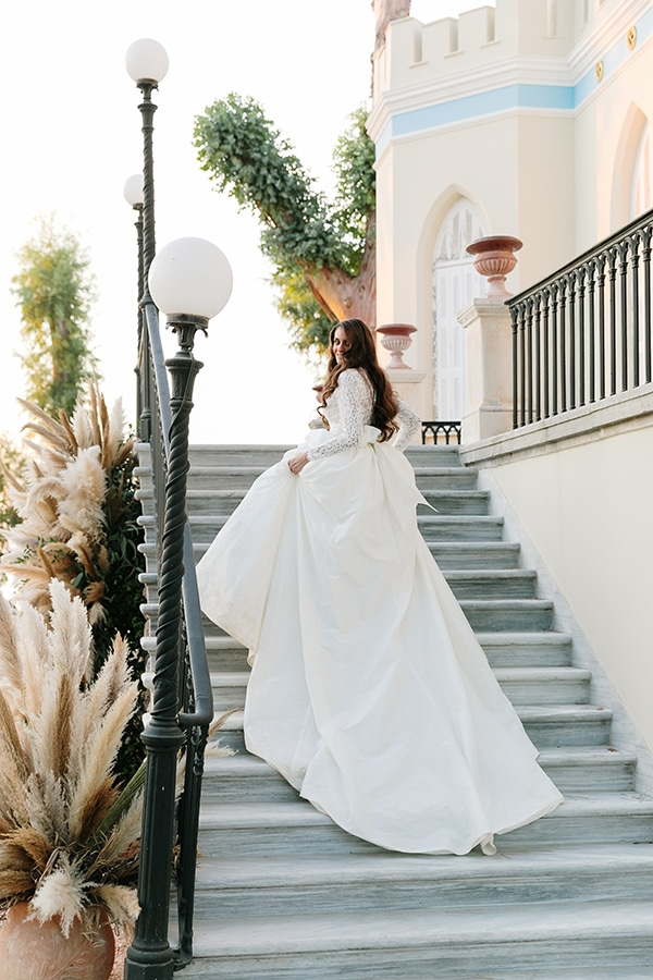 chic-bohemian-styled-shoot-unique-wedding-decoration-details-ivory-gold-hues_19