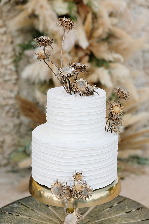 chic-bohemian-styled-shoot-unique-wedding-decoration-details-ivory-gold-hues_22