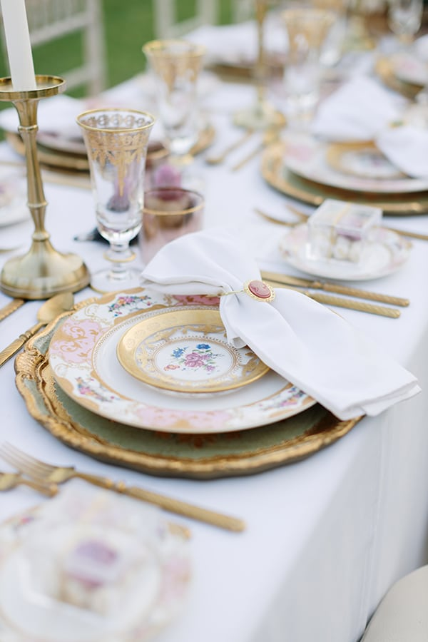 chic-bohemian-styled-shoot-unique-wedding-decoration-details-ivory-gold-hues_24