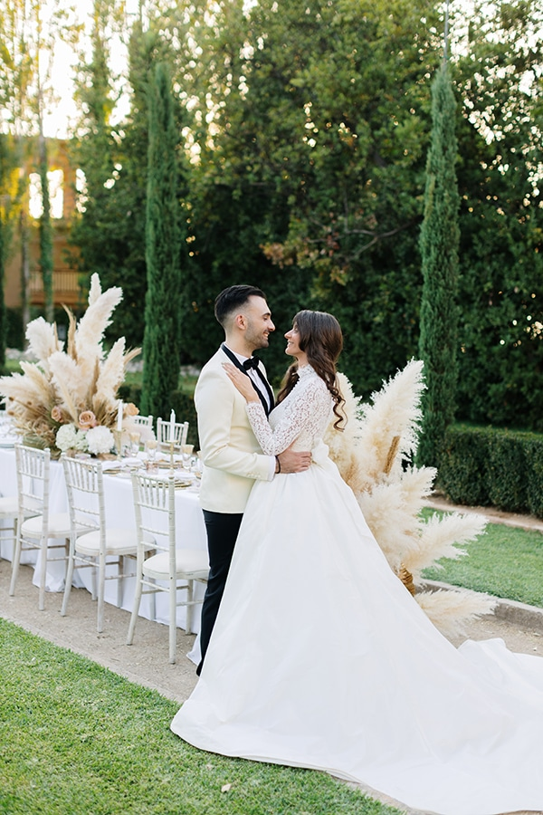 chic-bohemian-styled-shoot-unique-wedding-decoration-details-ivory-gold-hues_30