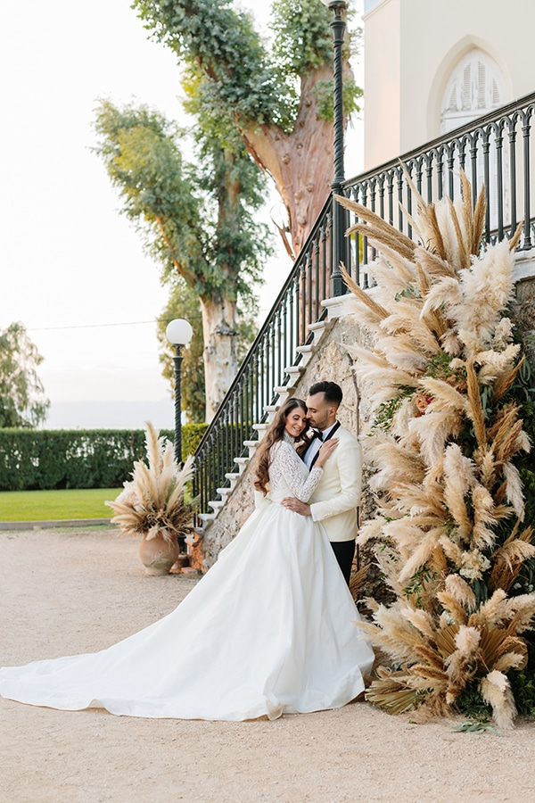 chic-bohemian-styled-shoot-unique-wedding-decoration-details-ivory-gold-hues_32