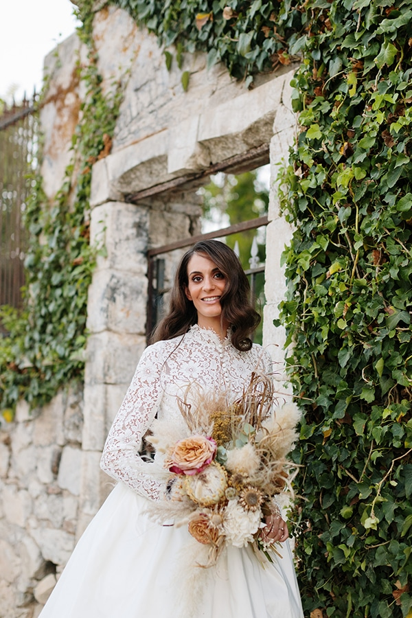 chic-bohemian-styled-shoot-unique-wedding-decoration-details-ivory-gold-hues_35