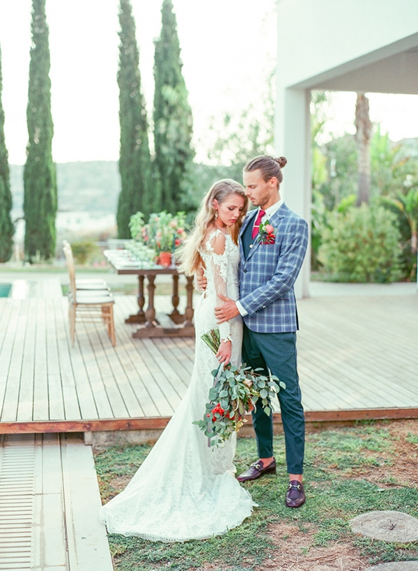dreamy-tuscany-inspired-styled-shoot-stunning-emerald-green-red-hues_01x