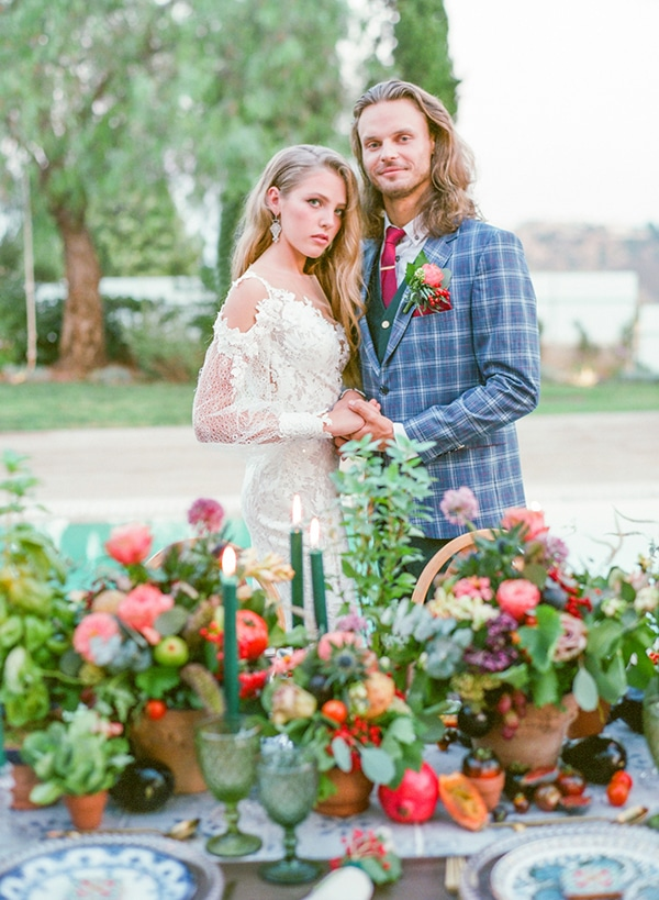 dreamy-tuscany-inspired-styled-shoot-stunning-emerald-green-red-hues_07x