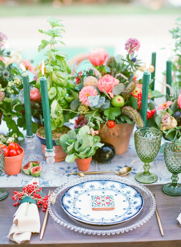dreamy-tuscany-inspired-styled-shoot-stunning-emerald-green-red-hues_09