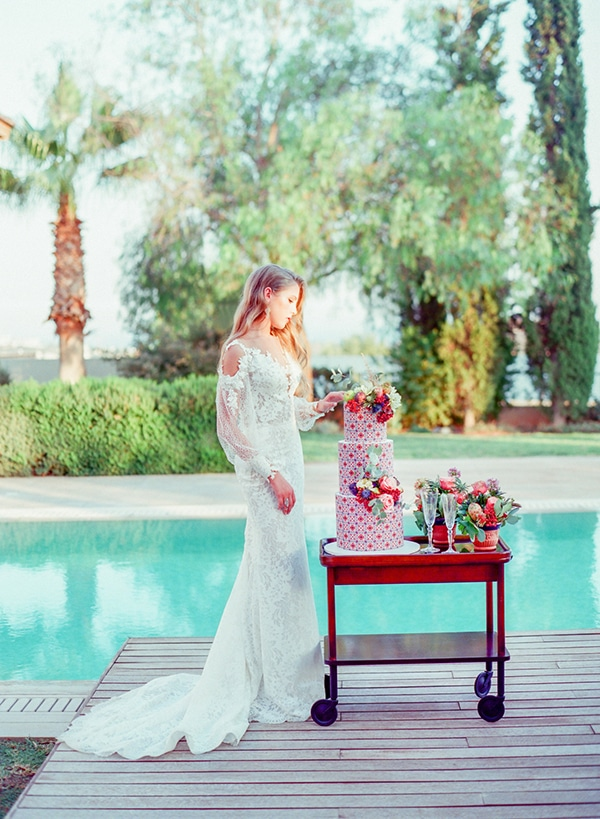 dreamy-tuscany-inspired-styled-shoot-stunning-emerald-green-red-hues_11