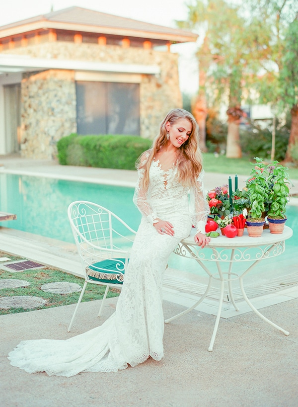 dreamy-tuscany-inspired-styled-shoot-stunning-emerald-green-red-hues_12x