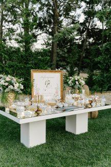 Elegant στολισμός dessert table με χρυσές πινελιές