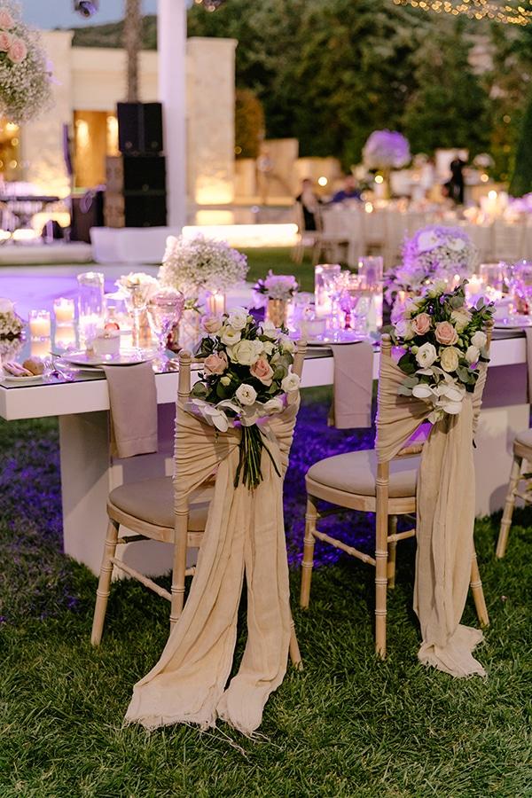 Ρομαντικός στολισμός καρέκλας σε παστέλ αποχρώσεις