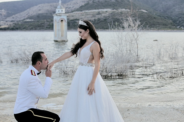 military-wedding-limassol-olive-white-roses_03