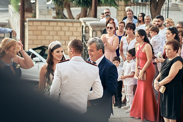 military-wedding-limassol-olive-white-roses_09x