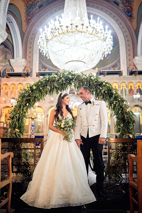military-wedding-limassol-olive-white-roses_14