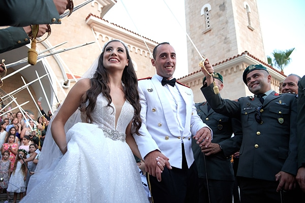 military-wedding-limassol-olive-white-roses_15