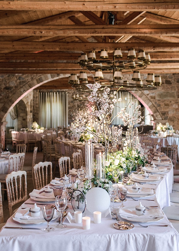 spring-wedding-decoration-ideas-almond-branches-anemones-fairytale-wedding_03x