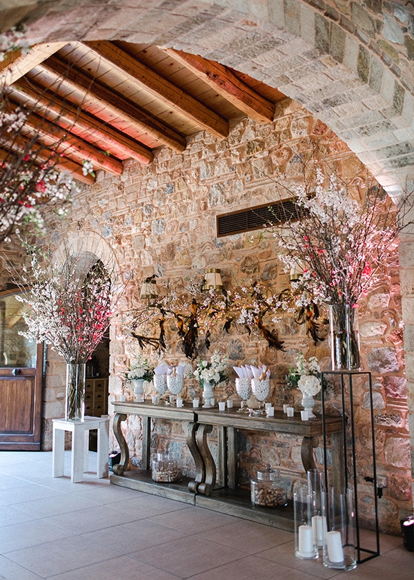 spring-wedding-decoration-ideas-almond-branches-anemones-fairytale-wedding_07