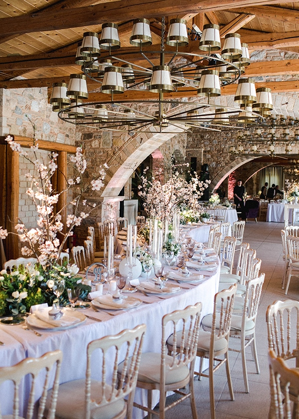 spring-wedding-decoration-ideas-almond-branches-anemones-fairytale-wedding_09