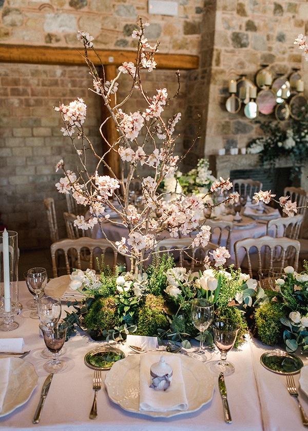 spring-wedding-decoration-ideas-almond-branches-anemones-fairytale-wedding_10