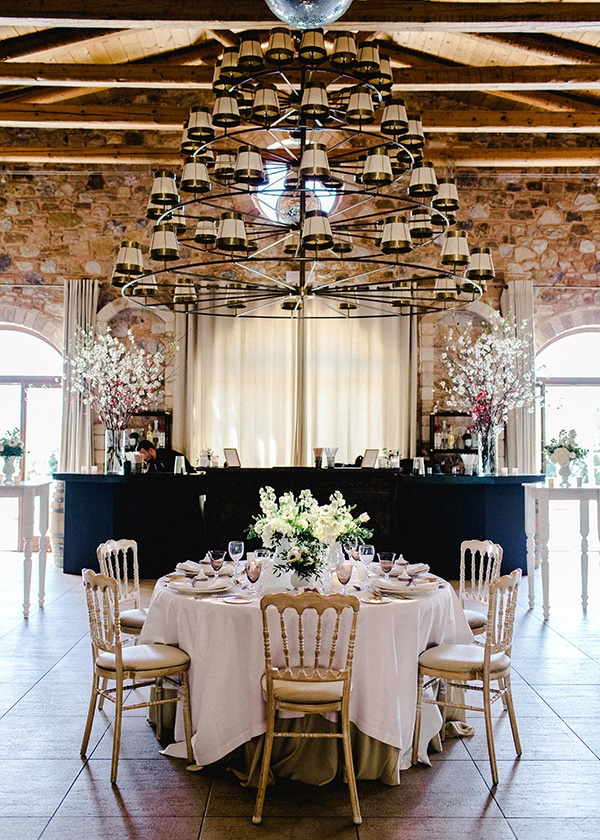spring-wedding-decoration-ideas-almond-branches-anemones-fairytale-wedding_12