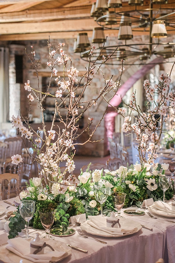 spring-wedding-decoration-ideas-almond-branches-anemones-fairytale-wedding_14