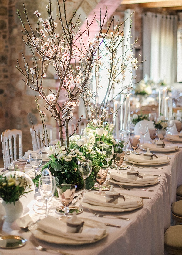 spring-wedding-decoration-ideas-almond-branches-anemones-fairytale-wedding_17x