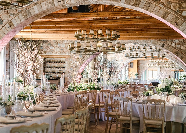 spring-wedding-decoration-ideas-almond-branches-anemones-fairytale-wedding_20