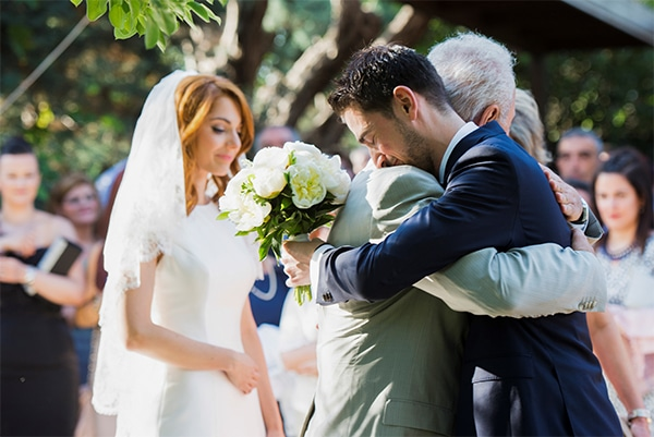 φωτογραφοι-γαμου-συνοδεια-νυφης-εκκλησια