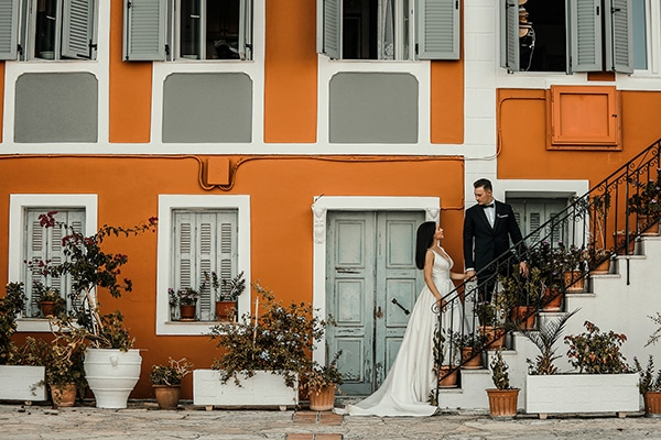 beautiful-fall-wedding-larisa-baby-breaths-romantic-details_03