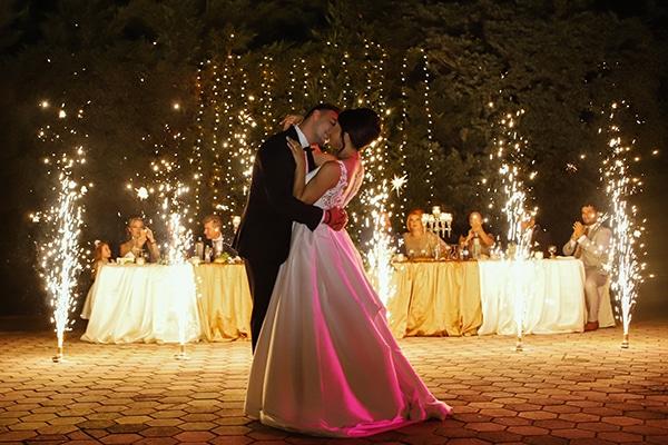 beautiful-fall-wedding-larisa-baby-breaths-romantic-details_17