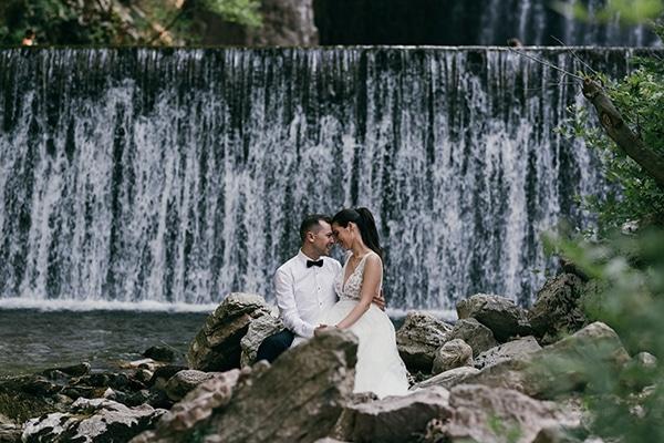 Όμορφος καλοκαιρινός γάμος στην Καρδίτσα με ρομαντικά στοιχεία │ Μαντώ & Θάνος
