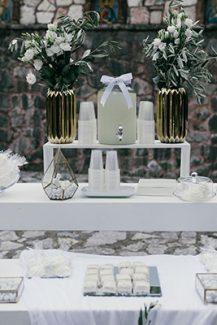 Elegant dessert table με ελιά και λυσίανθο