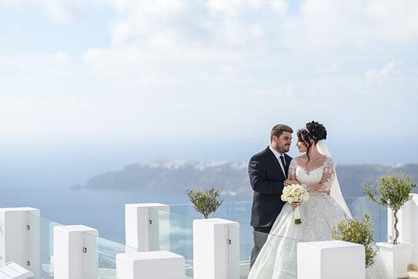 Ονειρικός γάμος στο Ημεροβίγλι Σαντορίνης με ορχιδέες και τριαντάφυλλα │ Eιρήνη & Μιχάλης