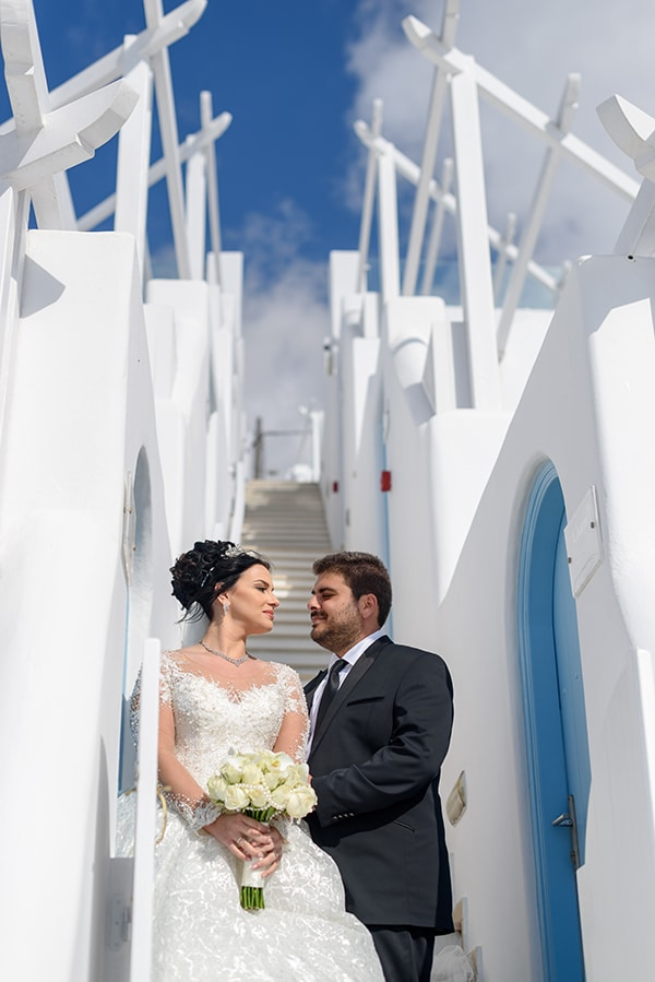 dreamy-wedding-santorini-island-orchids-roses_01x
