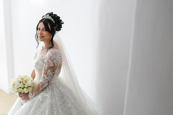 dreamy-wedding-santorini-island-orchids-roses_04