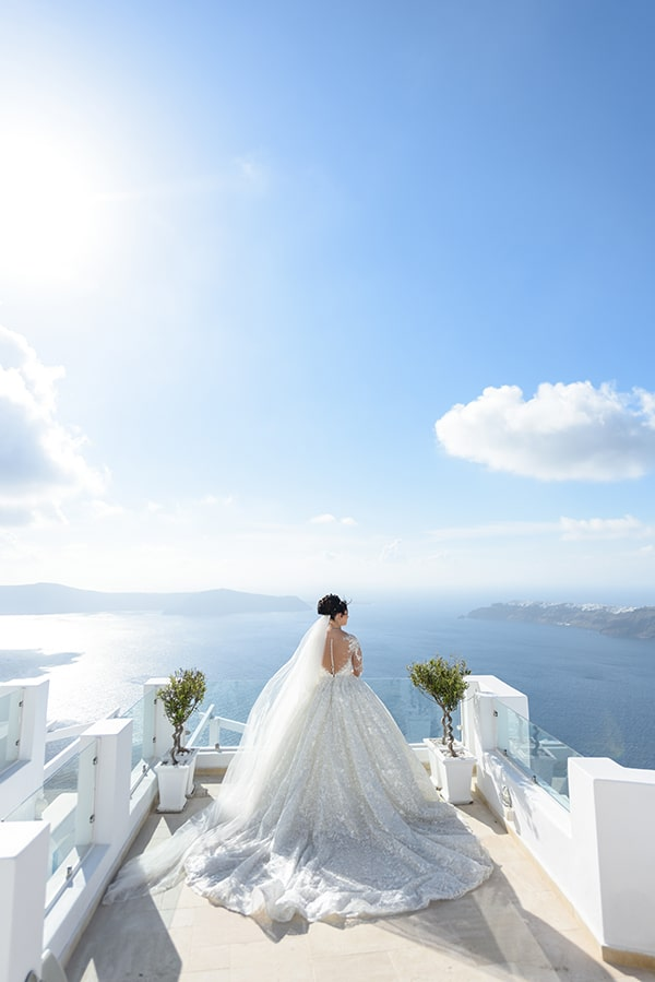 dreamy-wedding-santorini-island-orchids-roses_12