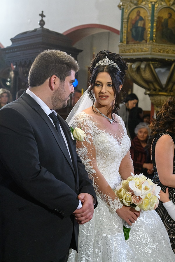 dreamy-wedding-santorini-island-orchids-roses_16