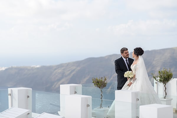 dreamy-wedding-santorini-island-orchids-roses_27