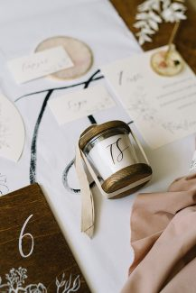 Ρουστίκ ιδέα για μπομπονιέρα γάμου – κεράκι