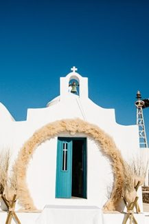 Bohemian στολισμός εισόδου εκκλησίας με αψίδα από pampas grass