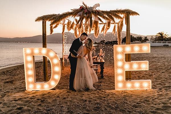 Νext day photoshoot στην παραλία με bohemian διάθεση και φωτεινά γράμματα │ Eμμανουέλα & Δημήτρης