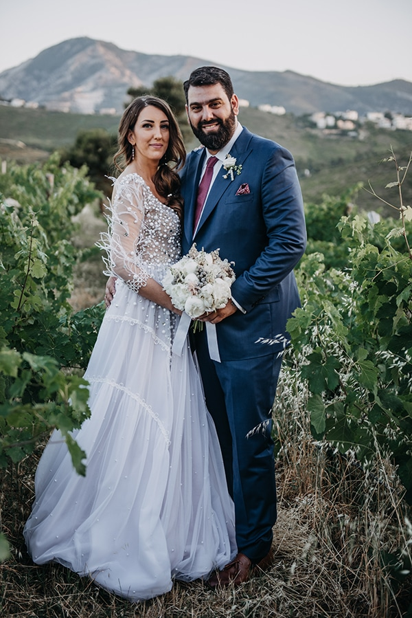 outdoor-summer-wedding-athens-white-flowers-romantic-details_02
