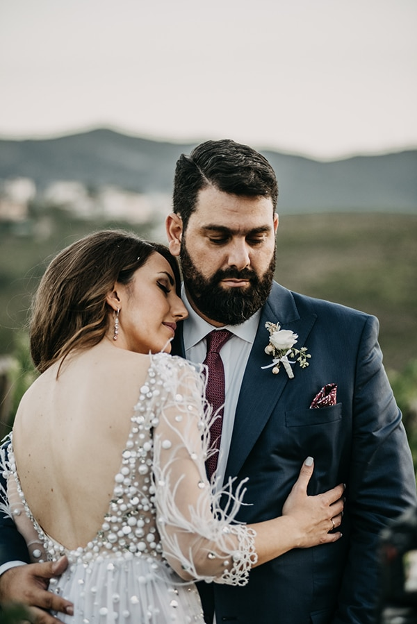 outdoor-summer-wedding-athens-white-flowers-romantic-details_04
