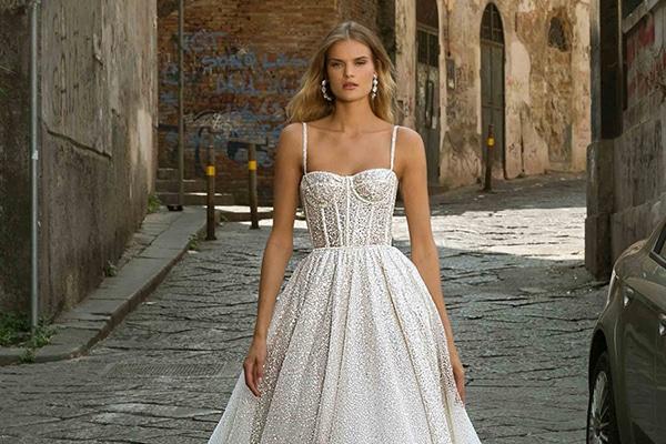 Stylish νυφικά φορέματα από Berta για την πιο θηλυκή νυφική εμφάνιση