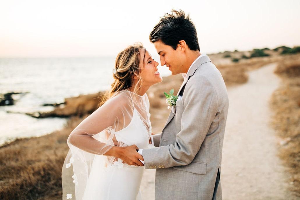 Καλοκαιρινός destination γάμος στην Αντίπαρο με φούξια μπουκαμβίλιες │ Kelly & Hugo